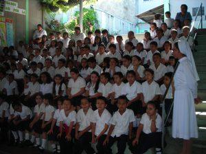 ninos-de-primaria-escuela-catherina-di-maggio-san-salvador